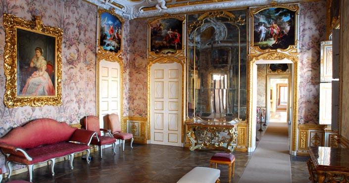 interno_villa della regina